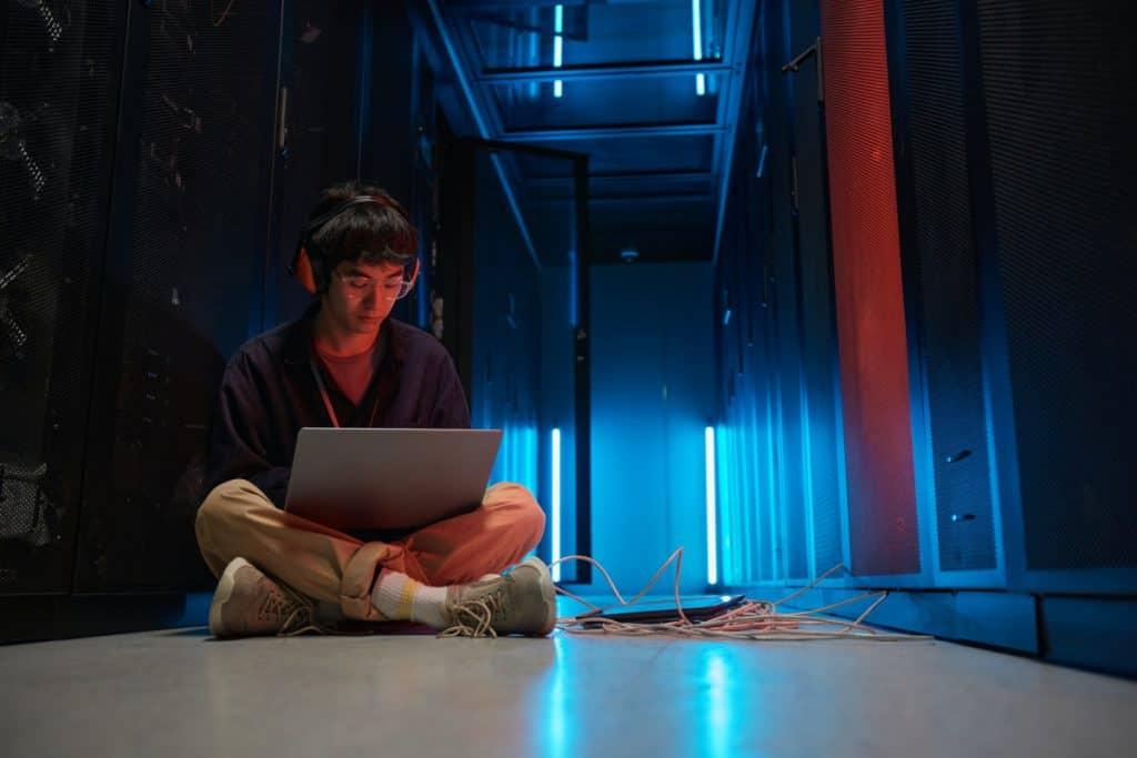 Engineer in Data Center